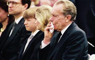 nixon at pat's funeral