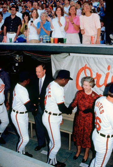 Queen Elizabeth II and President George Bush meet baseball p